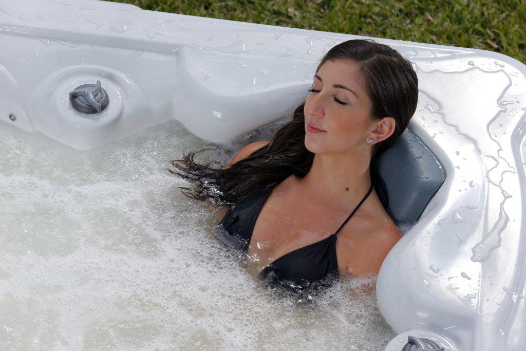 A jakuzzi használat enyhítheti az SM okozta izom- és ízületi fájdalmakat